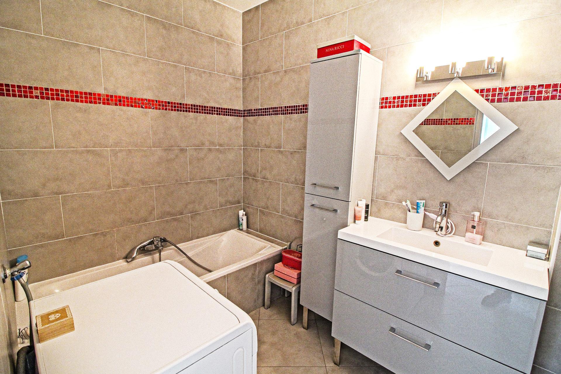 LIBERATION - 2/3P 54 m² - Refait à neuf - Standing - 255.000 €