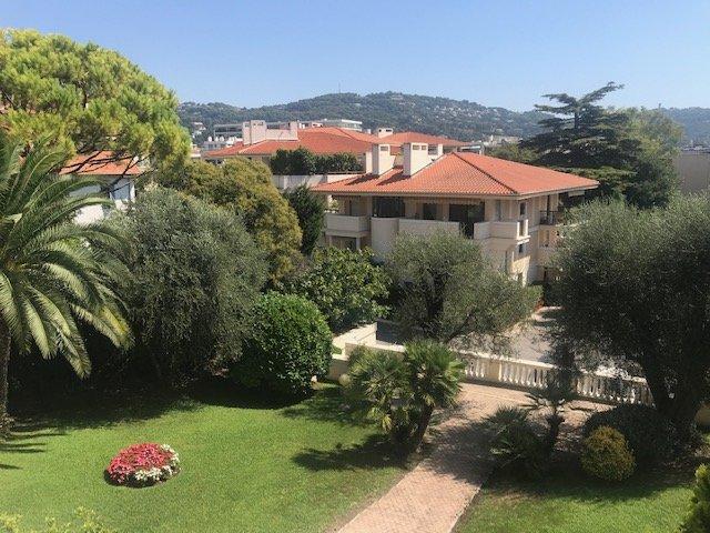 Cannes,Petit Juas. 3 pièces-Terrasse Spacieuse.