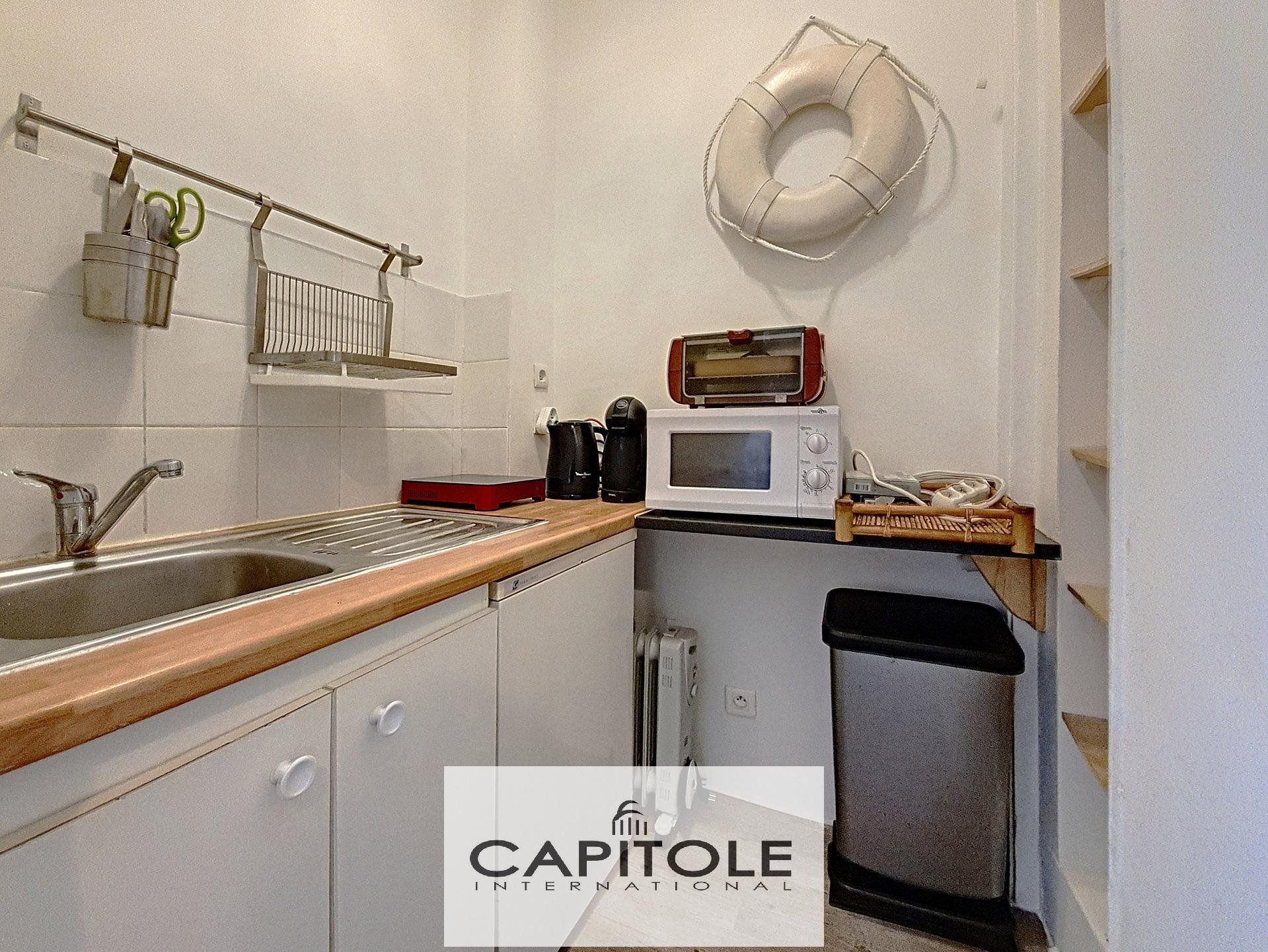 For sale, Cannes,  spacious studio apartment, fitted kitchen