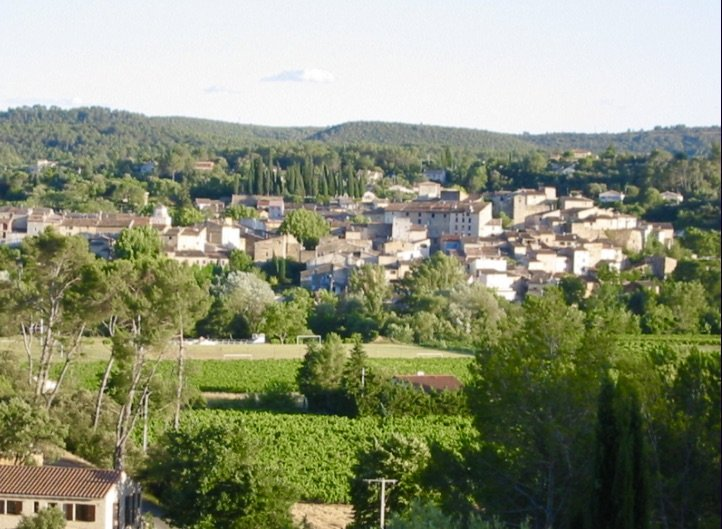A villa in de Provence with 4 bedrooms and a nice view  of Carces village.