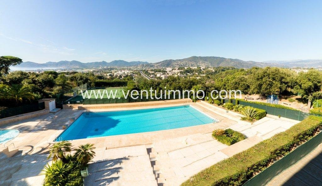 EXCLUSIVITY: 42m ² + TERRACE + SWIMMING POOL + PARKING + CELLAR