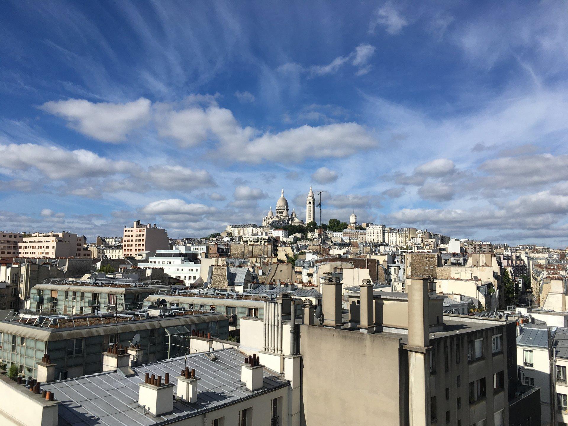 Paris - XVIII- ORDENER / MARCADET - M° Marcadet Poissonniers - 5 PIÈCES - 2 CHAMBRES + BUREAU - DERNIER ÉTAGE ASCENSEUR - TERRASSE - VUE MONUMENT - AUCUN VIS-À-VIS - SOLEIL - CALME