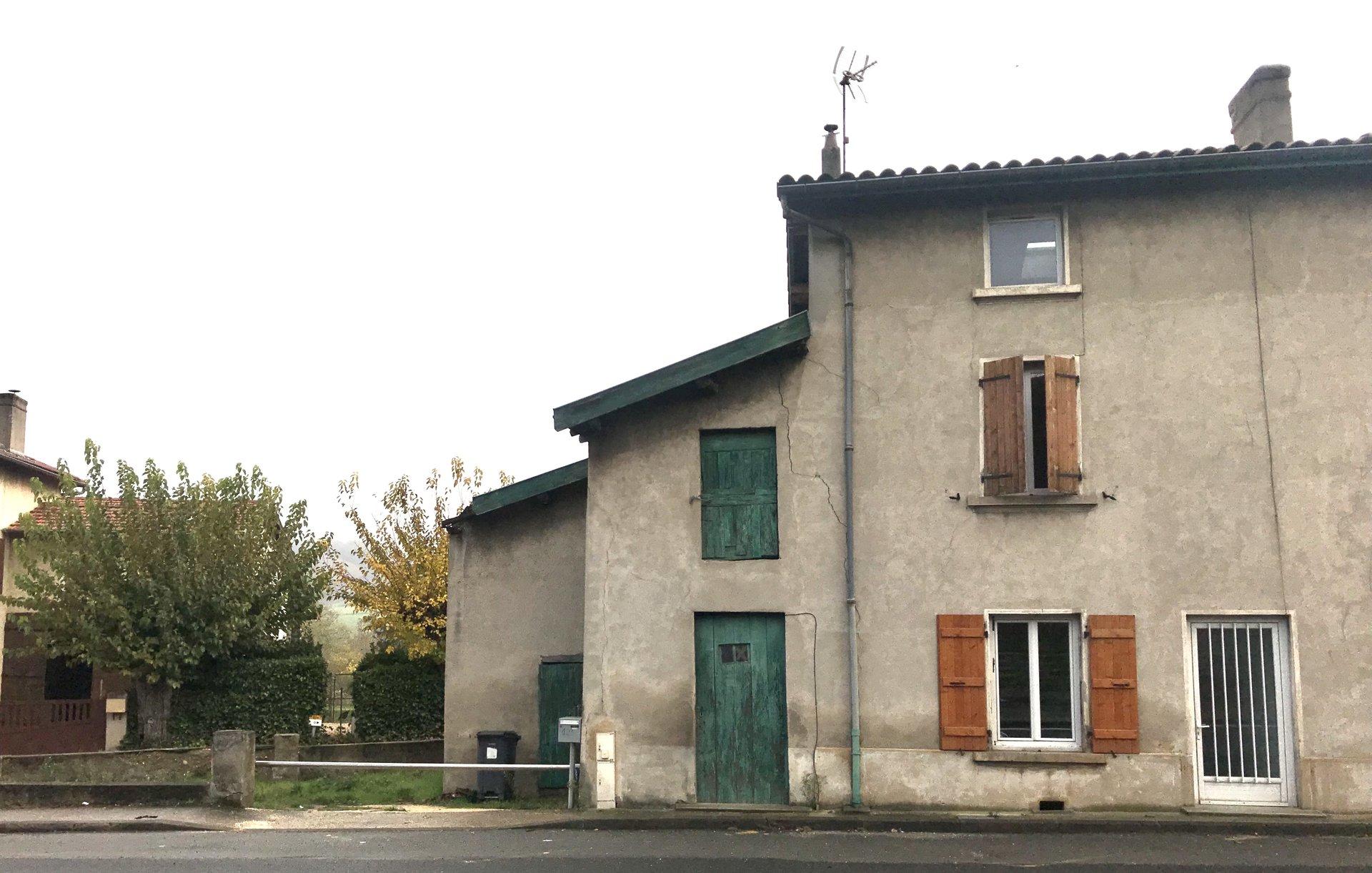 Maison de village de 59m² avec un ensemble de dépendances