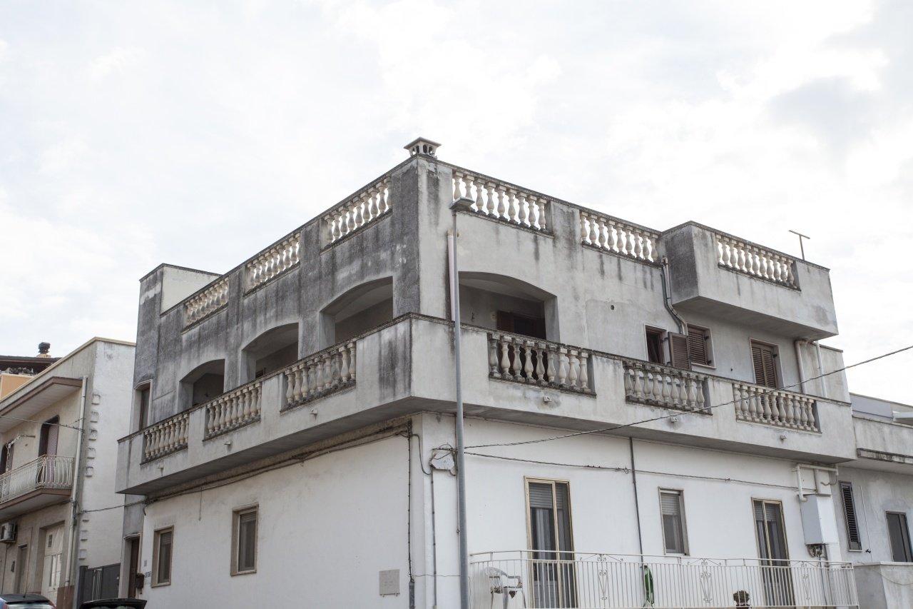 Appartamento indipendente, 2 camere, balconi e terrazza
