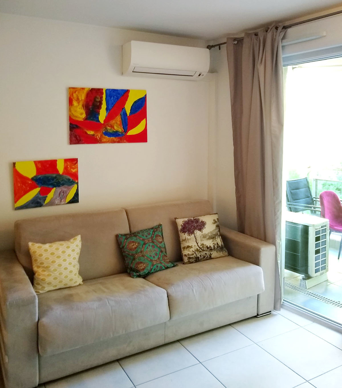 Attractive studio apartment opening onto the terrace in a quiet area.
