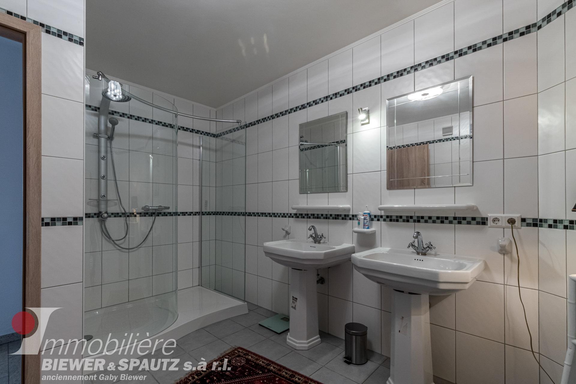 SOUS COMPROMIS - appartement-triplex avec 4 chambres à coucher à Berbourg