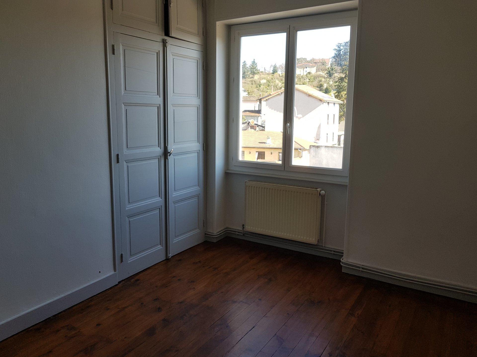 PONT-EVEQUE, appartement T2 de 43,5 m² avec terrasse de 35 m².