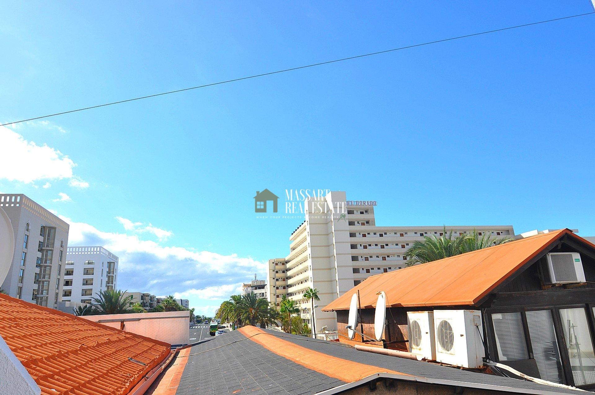 Te koop in het centrum van Las Américas, volledig gemeubileerd en recent gerenoveerd appartement ... met vakantievergunning!