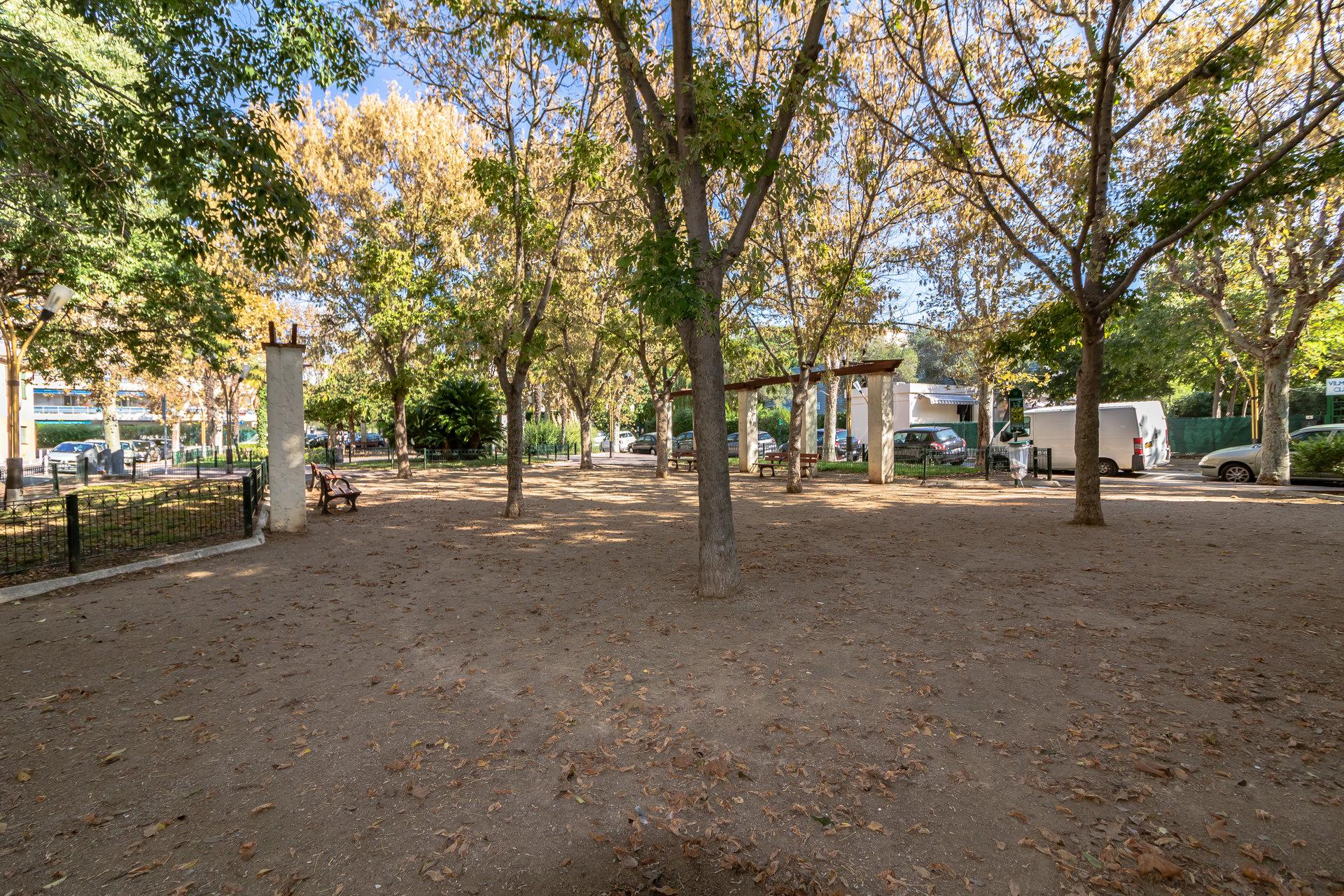 Juan Les Pins,  3 Pièces avec Parking et Terrasse