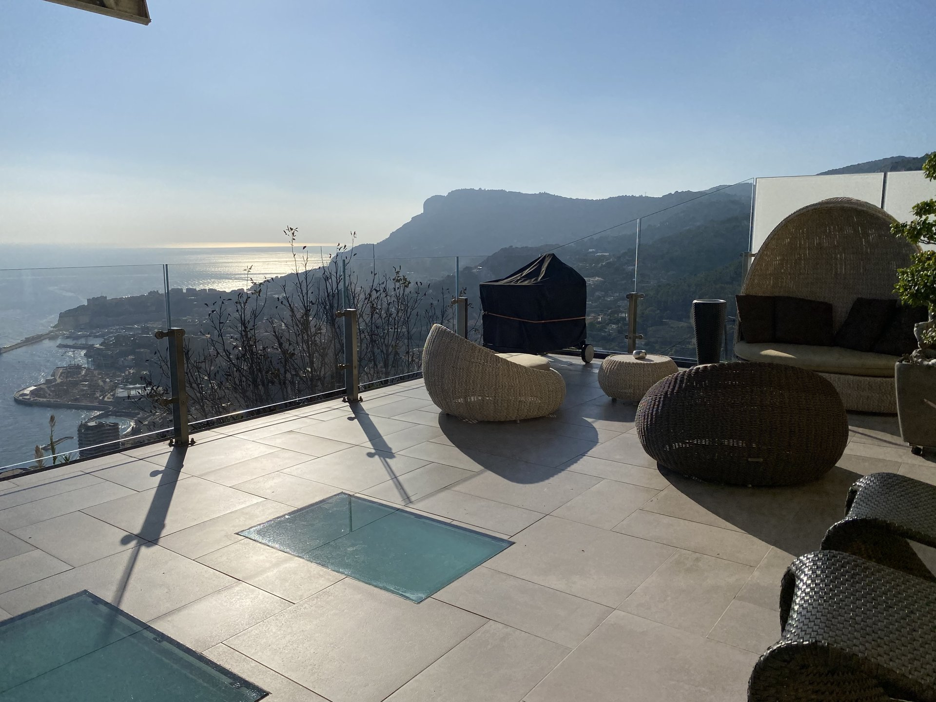 SEDUCTIVE HOUSE WITH PANORAMIC VIEW