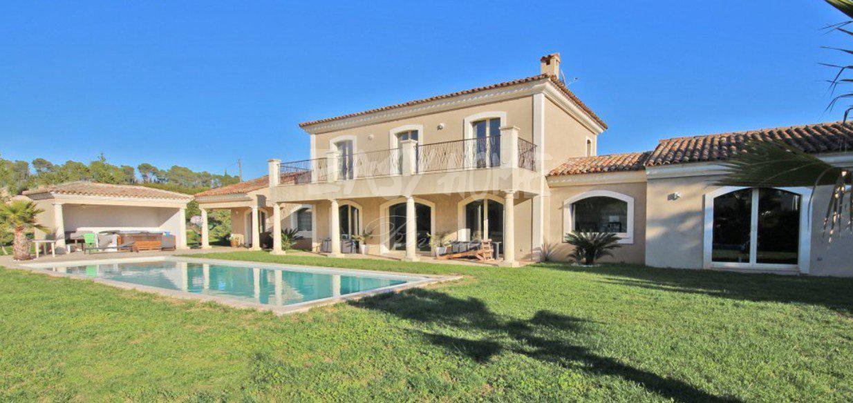 Purchase / Sale Villa in Mougins - Village view