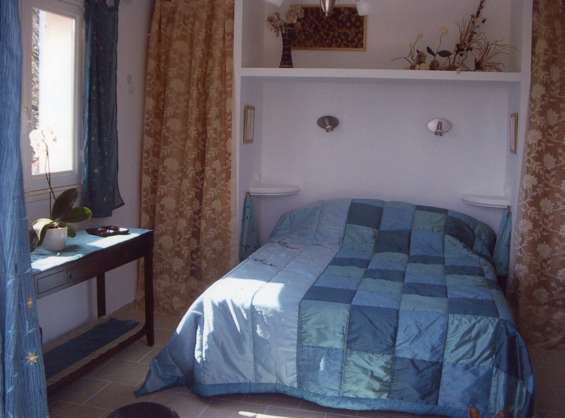 Saint-Paul-de-Vence, belle provençale meublée contemporain