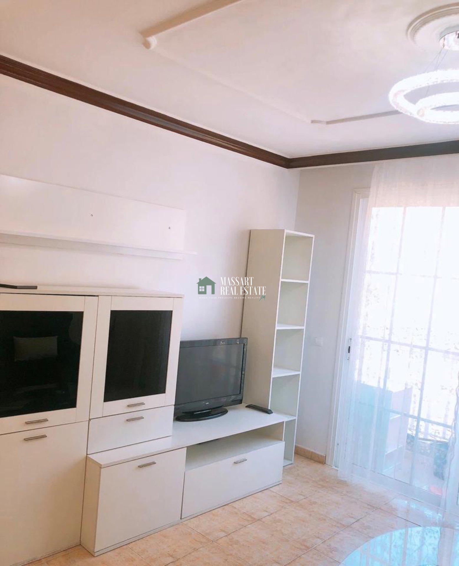Volledig gemeubileerd appartement gekenmerkt door zijn goede staat van instandhouding en zijn strategische ligging, in de stad Fañabé (Adeje).