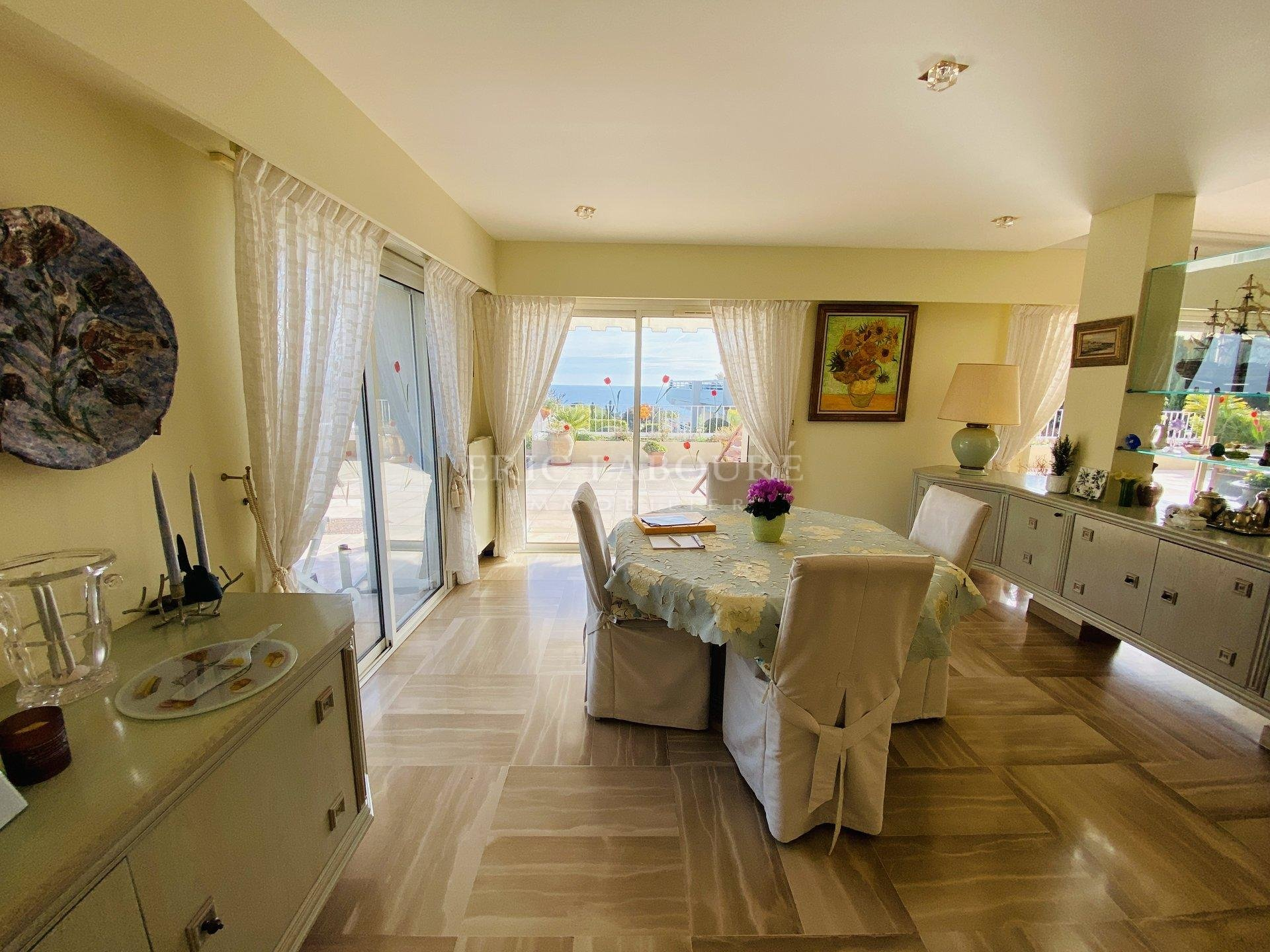 FOR SALE - SPACIOUS APARTMENT WITH PRIVATE TERRACE CANNES SEA VIEW