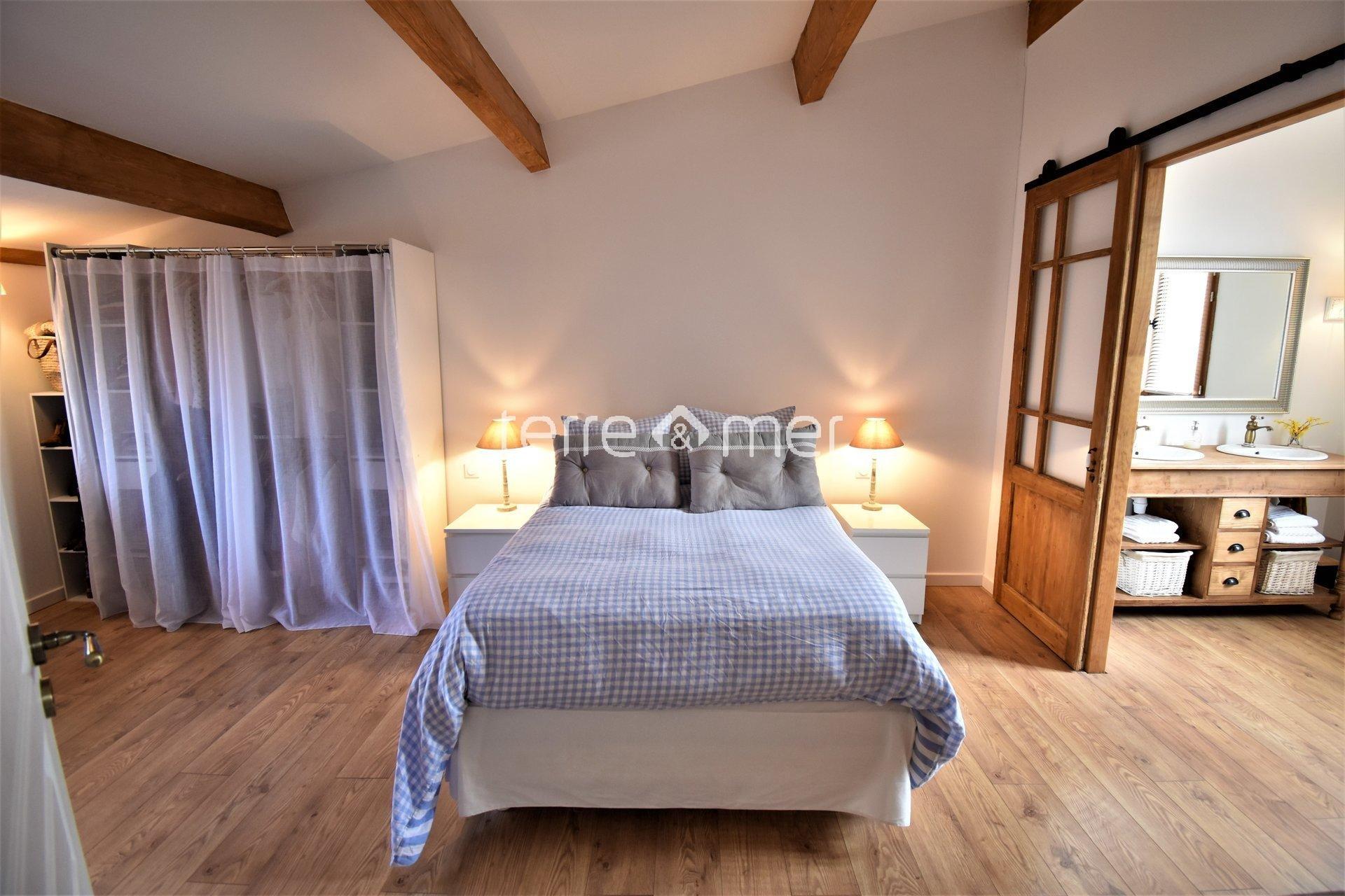 Villa moderne proche des remparts d'Aigues-Mortes