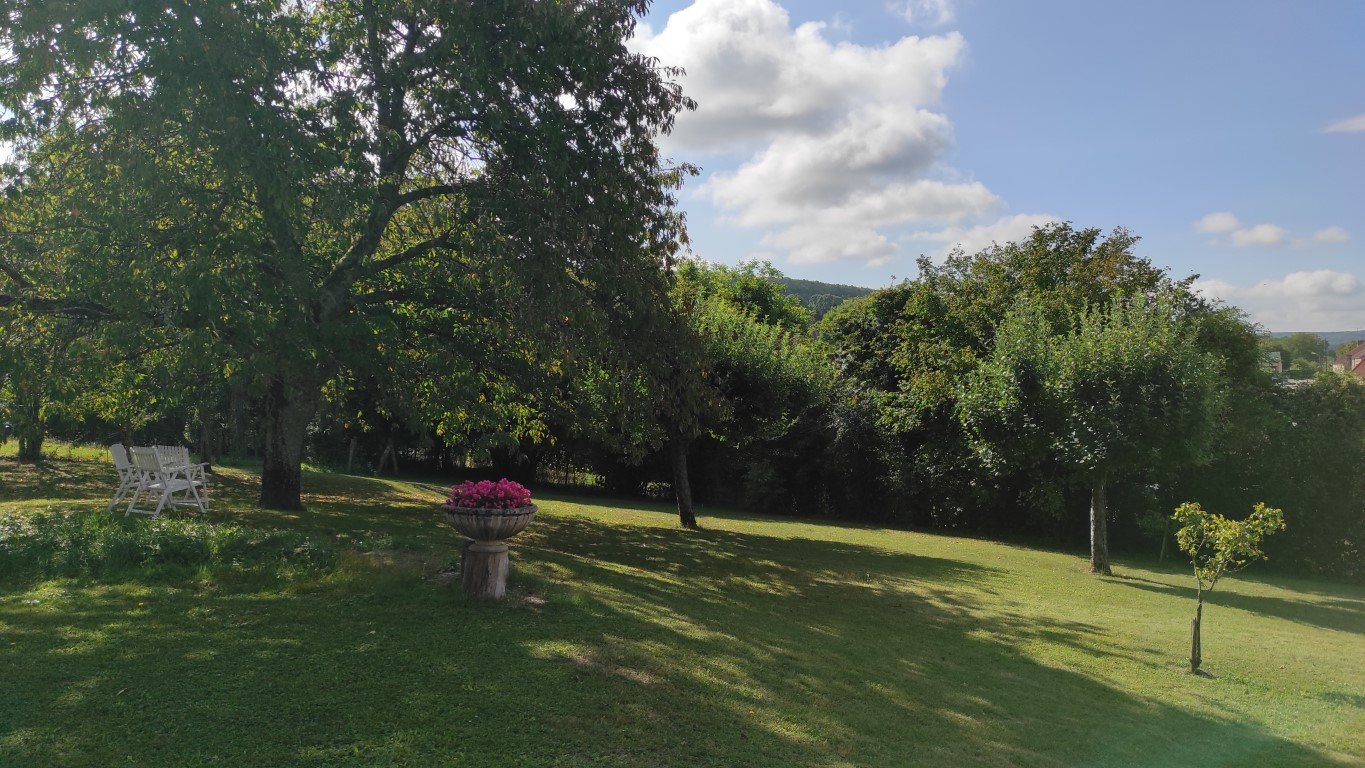 For sale spacious longere with large barn in Burgundy