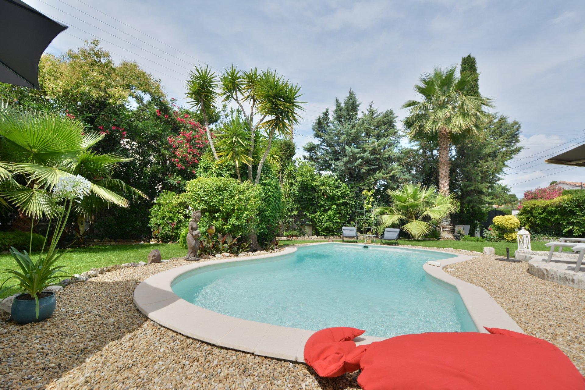 Вилла с бассейном - Жуан ле Пен