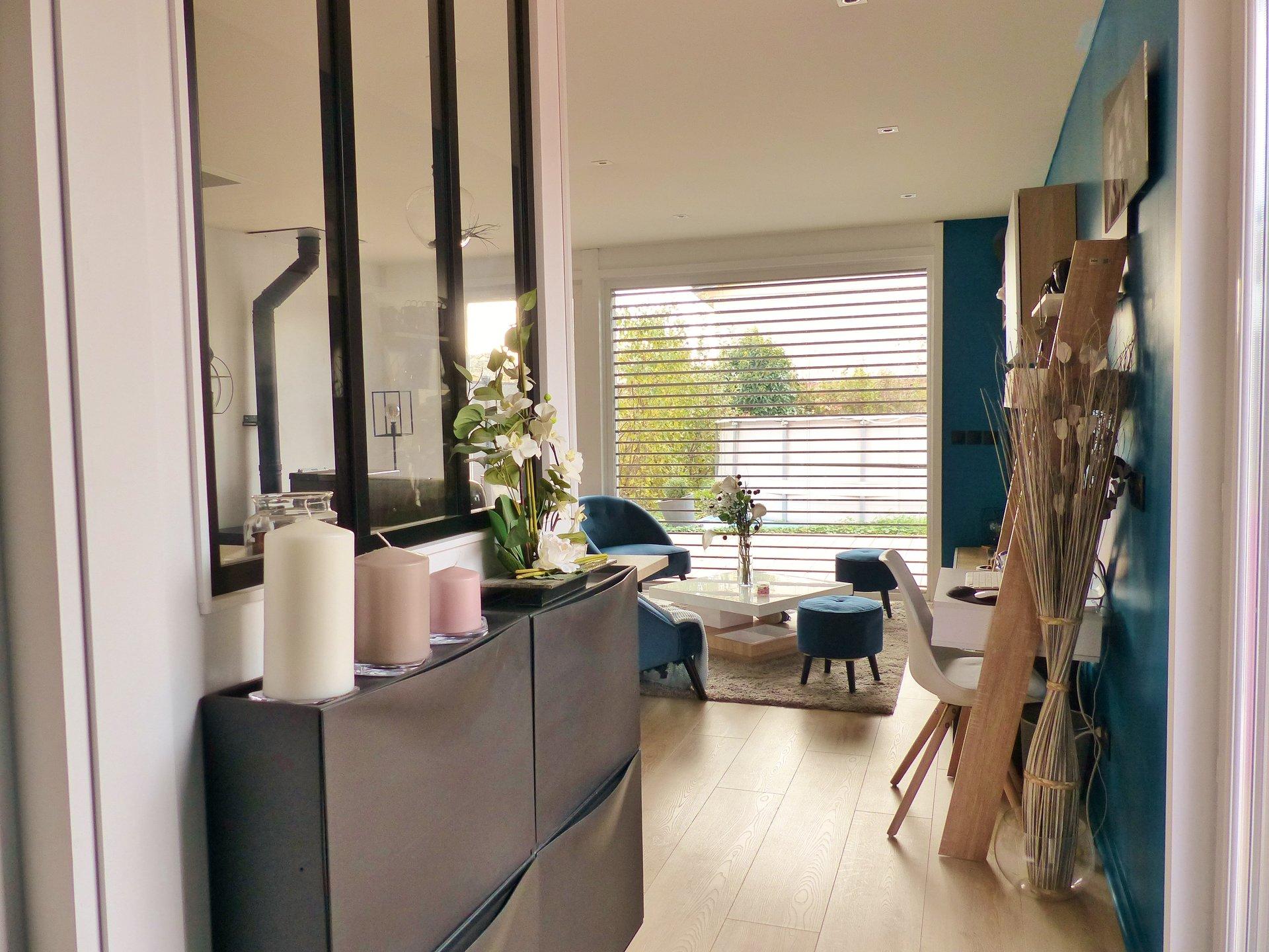 Venez découvrir cette belle maison BBC, construite en ossature bois avec un design très contemporain.  En rez de jardin, elle dispose d'une pièce à vivre extrêmement lumineuse avec cuisine équipée et d'une suite parentale avec sa salle de douche. L'étage s'ouvre quant à lui sur un dégagement desservant 3 autres chambres et une salle de bains. De grandes baies vitrées offrent une vraie sensation de plein air et donnent sur une superbe terrasse de 100 m² puis son jardin parfaitement aménagé (parcelle de 480 m² piscinable). Vous cherchez une maison contemporaine (ouvertures, design, brises soleil orientables..), économe et écologique (BBC, chauffe eau thermodynamique, consommation énergétique faible, vraie isolation thermo-acoustique..)? Ne cherchez plus, vous l'avez trouvé ! Honoraires à la charge des vendeurs.