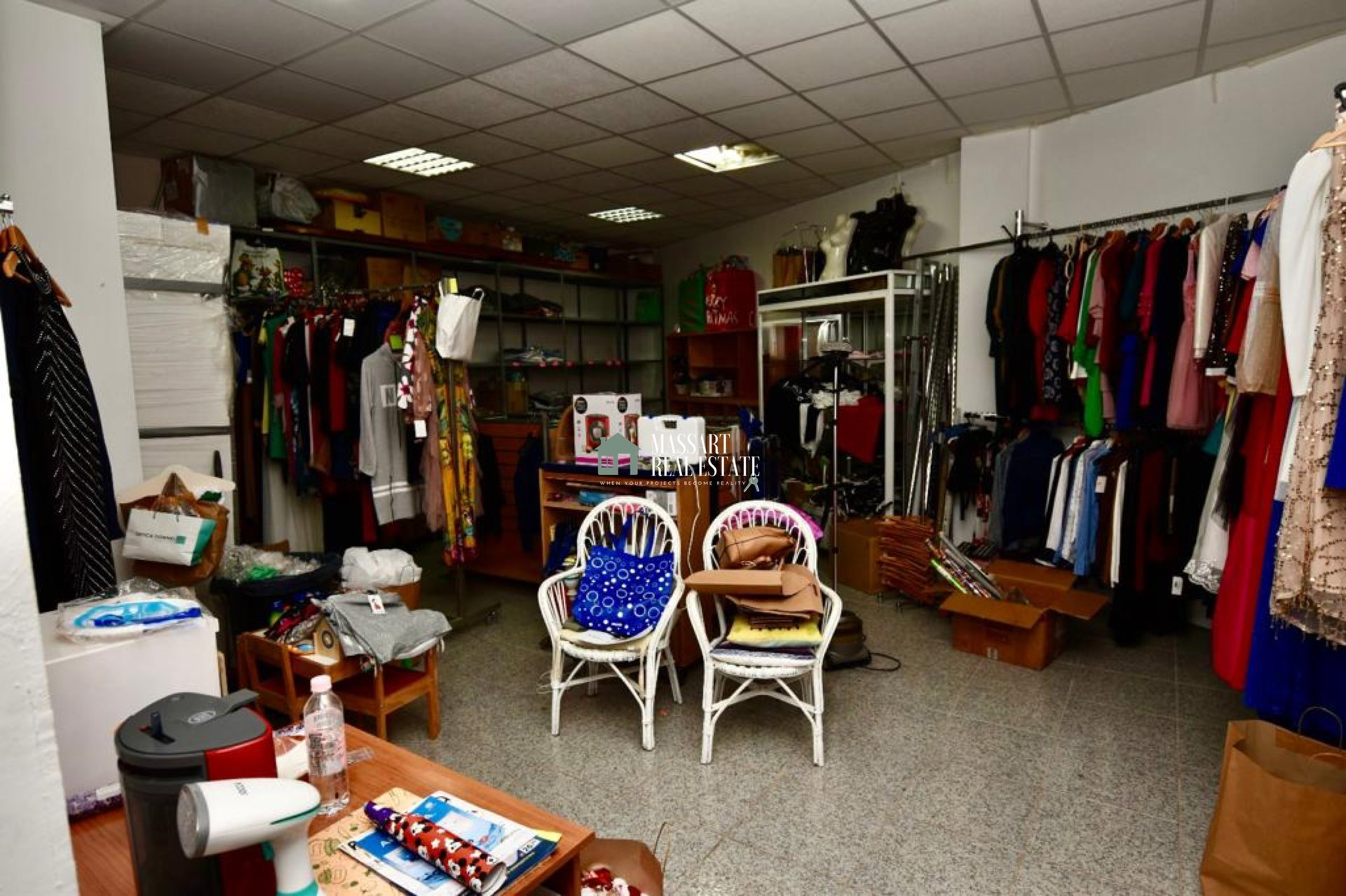 Commercial premises currently used as a fashion store, located in a central and commercial area of Adeje.
