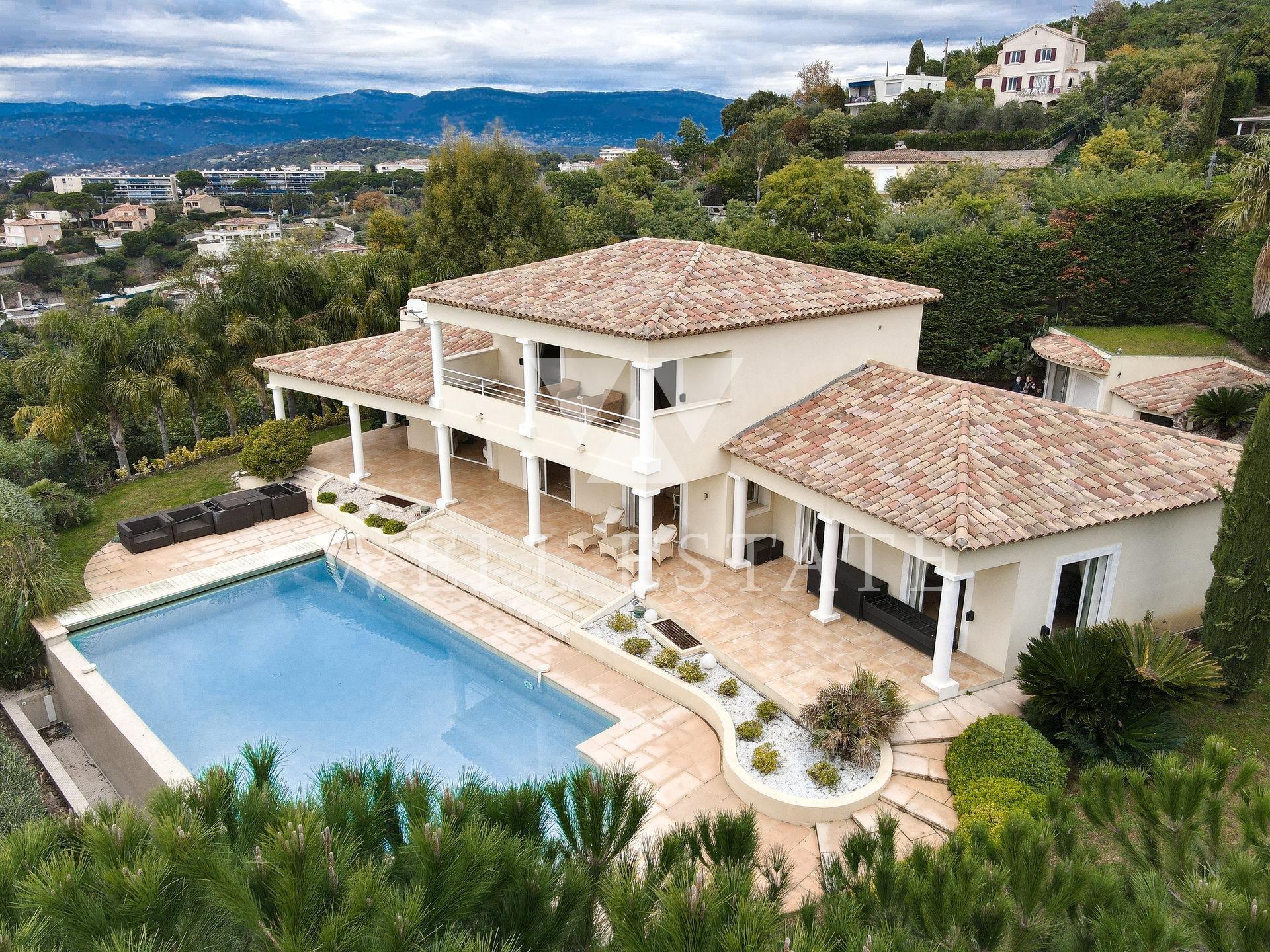 Канна вилла в нео провансальском стиле 270м2  после ремонта с бассейной и видом на море