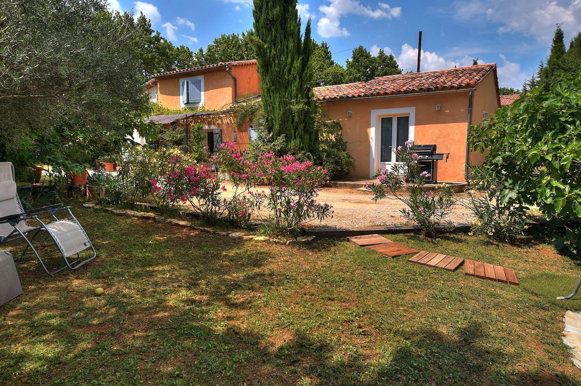 Villa  city center Aups Provence