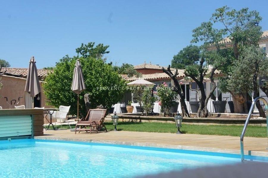 Villa Provençale (352m2) à Cotignac, 6 chambres, Piscine, Jacuzzi