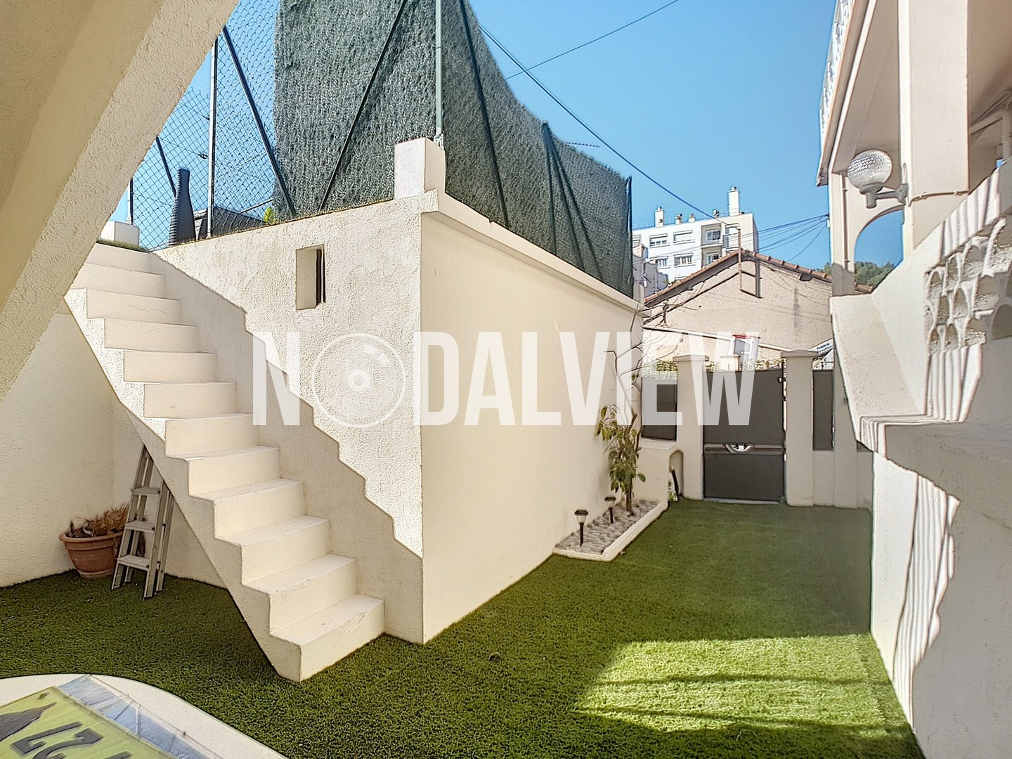 4-room apartment in a house with garage  close to Antibes city center