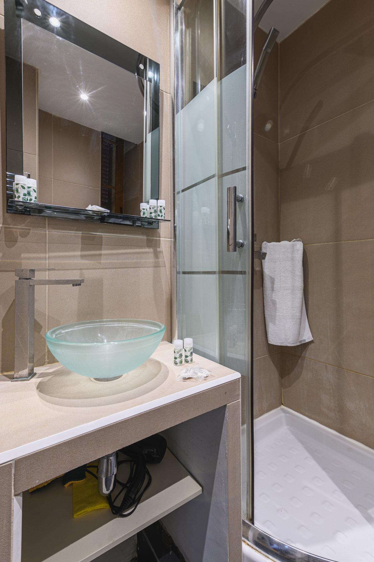 Vieux-Nice - 2 apartments (2p + studio) - Ideal investment!