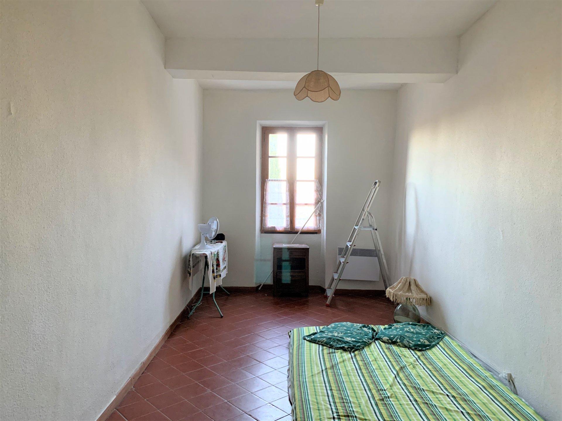 Sale House - Pia