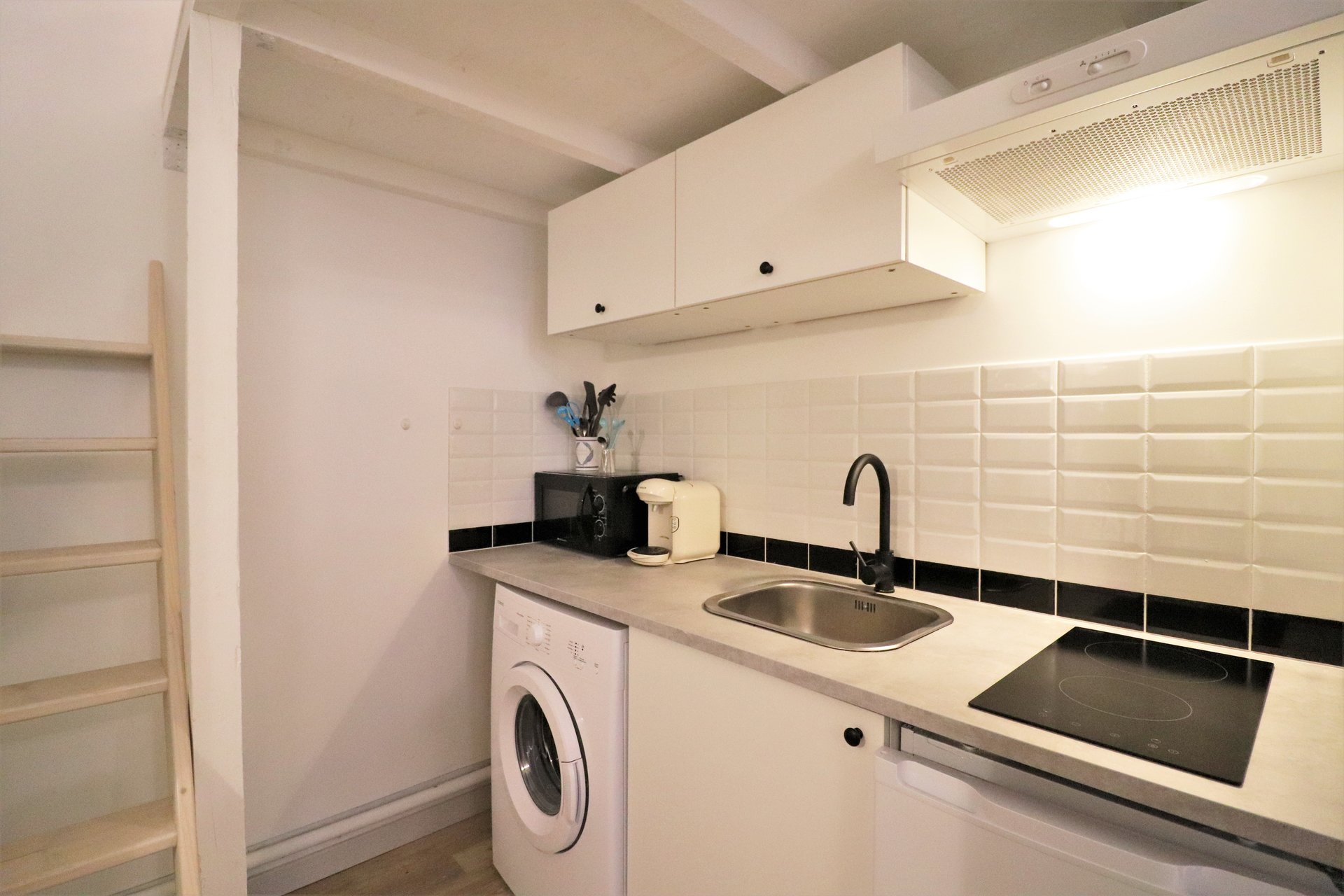 For rent very nice studio downtown - Toulouse - all furnished.