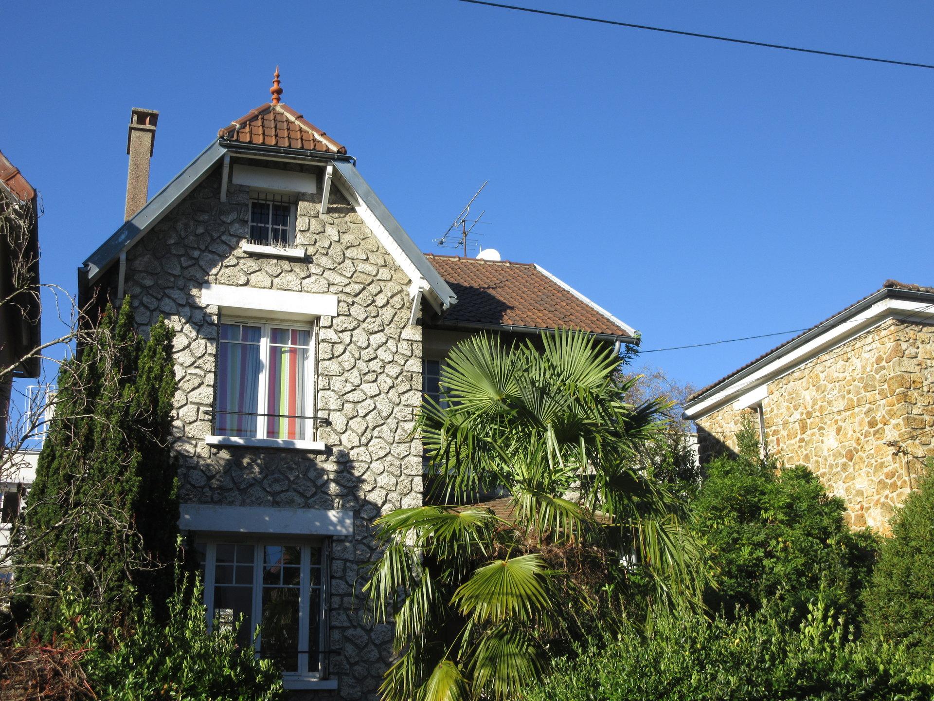 Exclusivité ! 13 min RER, bas de Chatou, maison au calme et lumineuse.