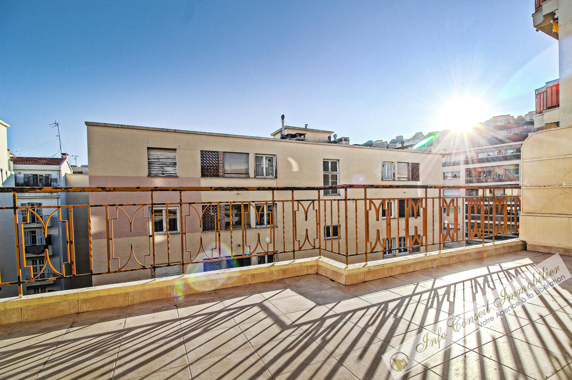 NICE NORD - Traverse Cessole - GRAND 2P - DERNIER ETAGE - - Terrasse 18m² SUD - GARAGE - 250.000 €