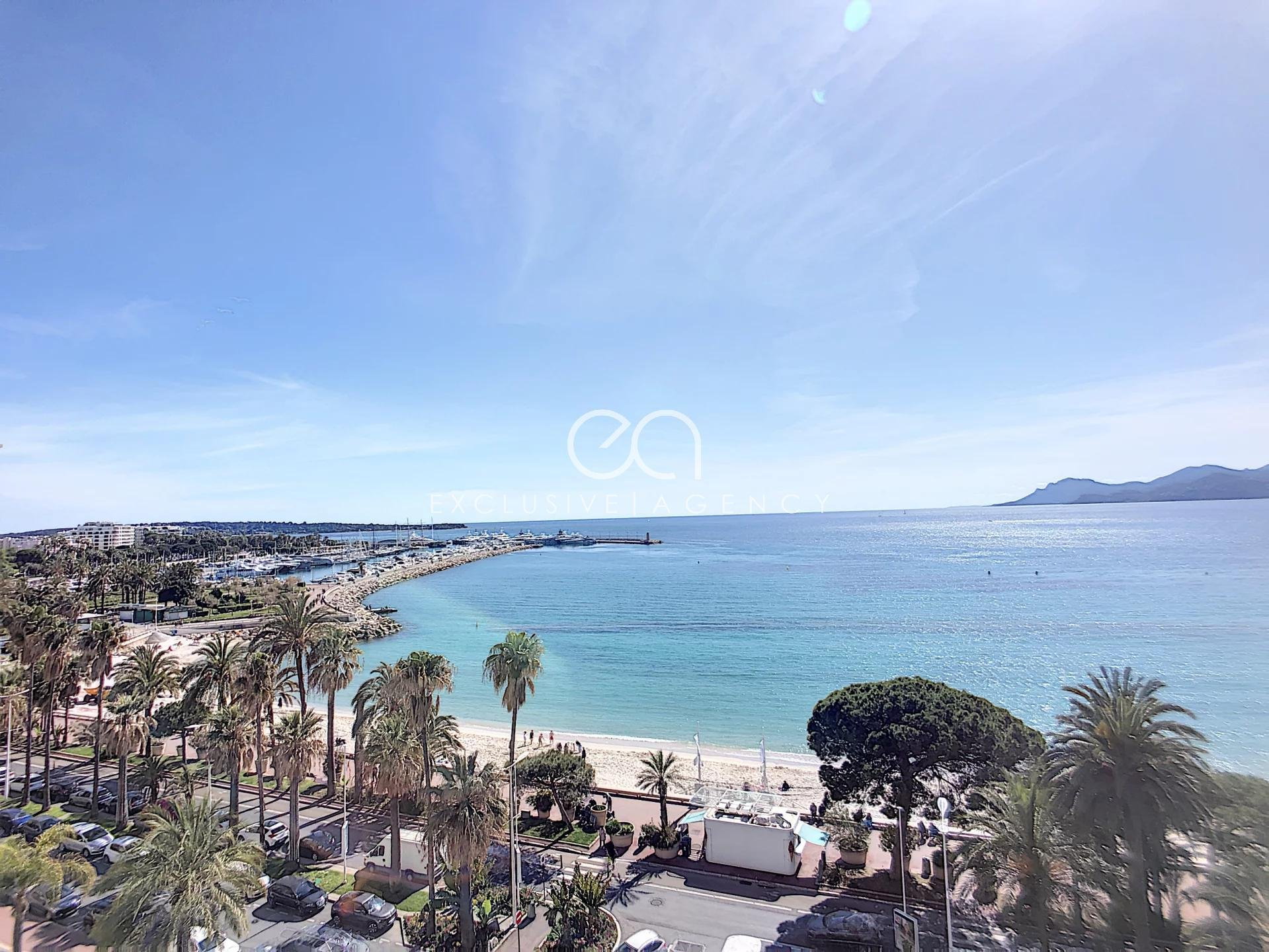 Cannes Croisette a few steps from the Carlton Hotel