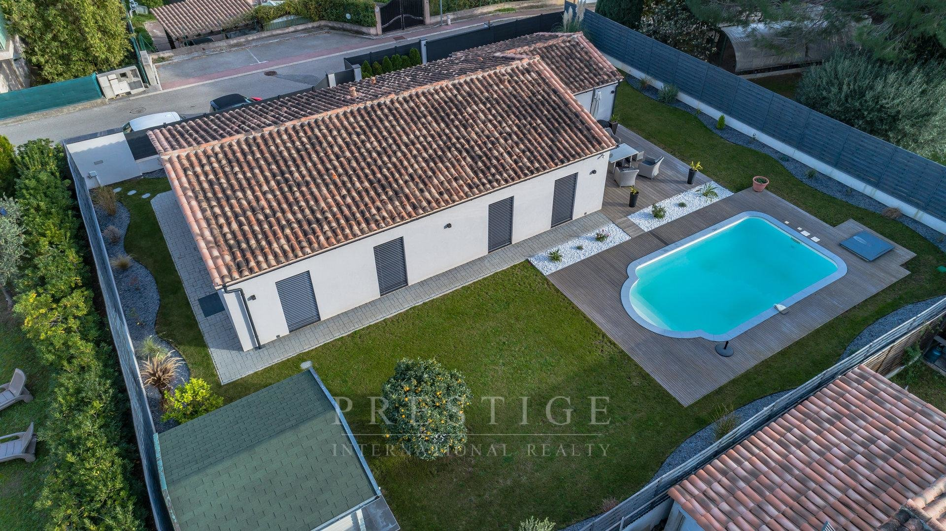 Carros, house with 3 bedrooms, pool  & garage