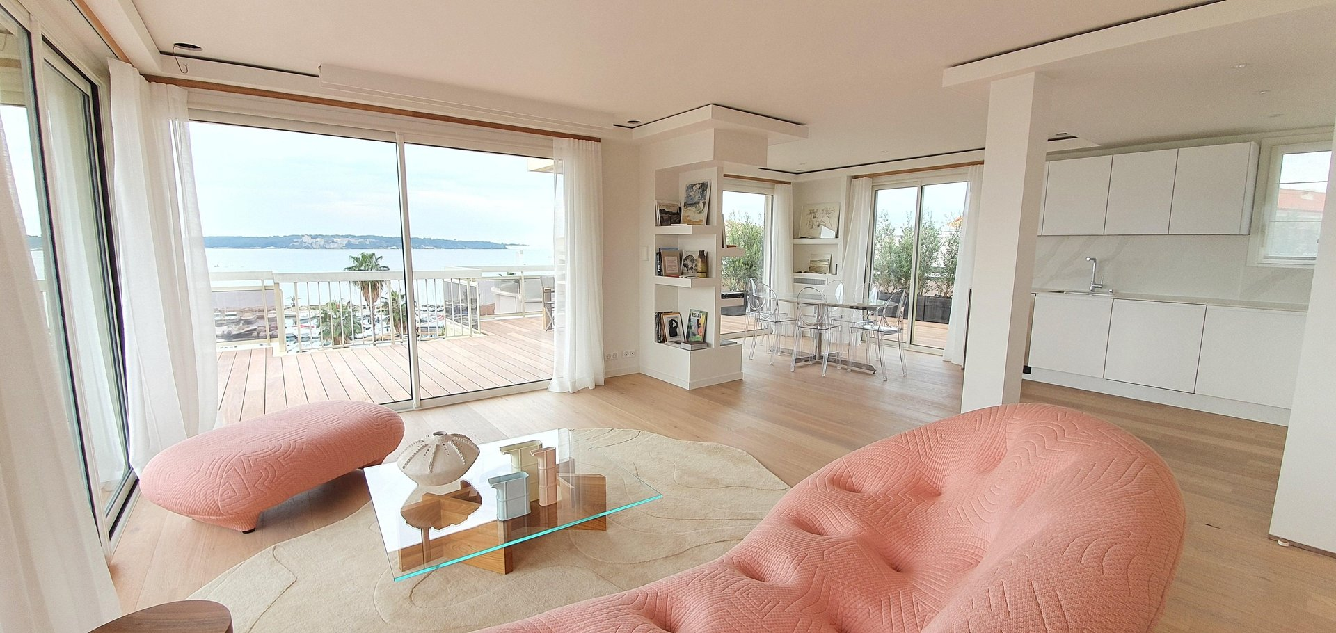 Cannes Moure Rouge 3-Bedroom Penthouse Panoramic Sea View