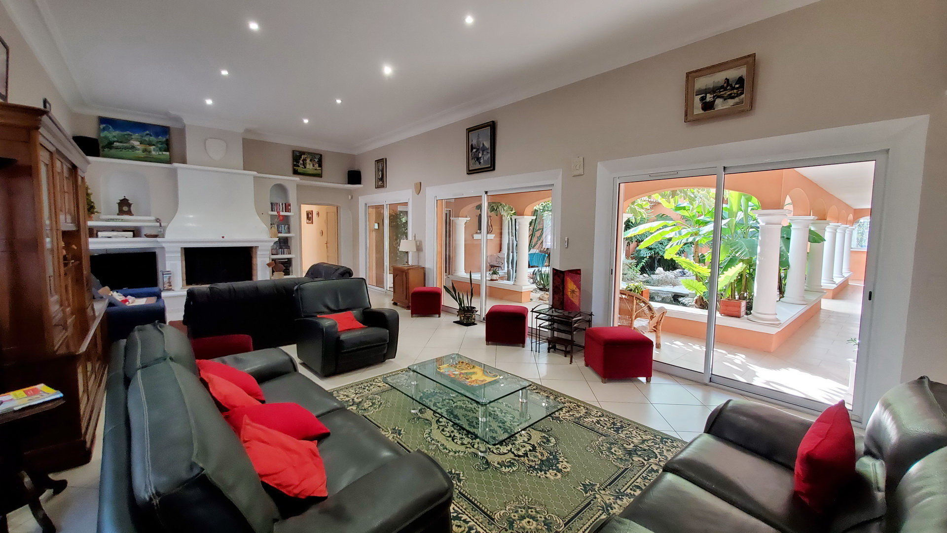 Lovely villa on a plot of 1 733 m2