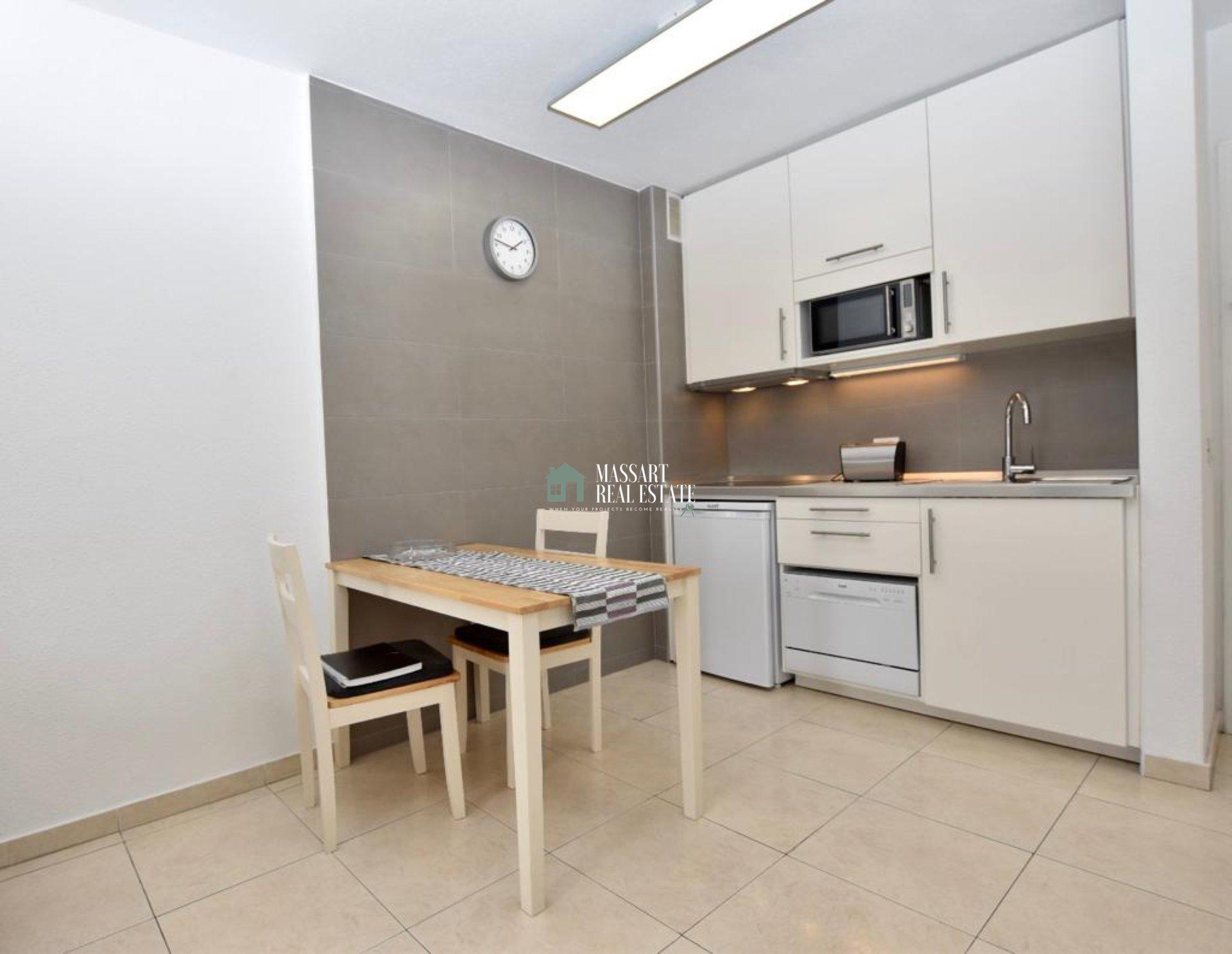 Appartement van 50 m2 gerenoveerd en ingericht met gesloten garage van 14 m2.