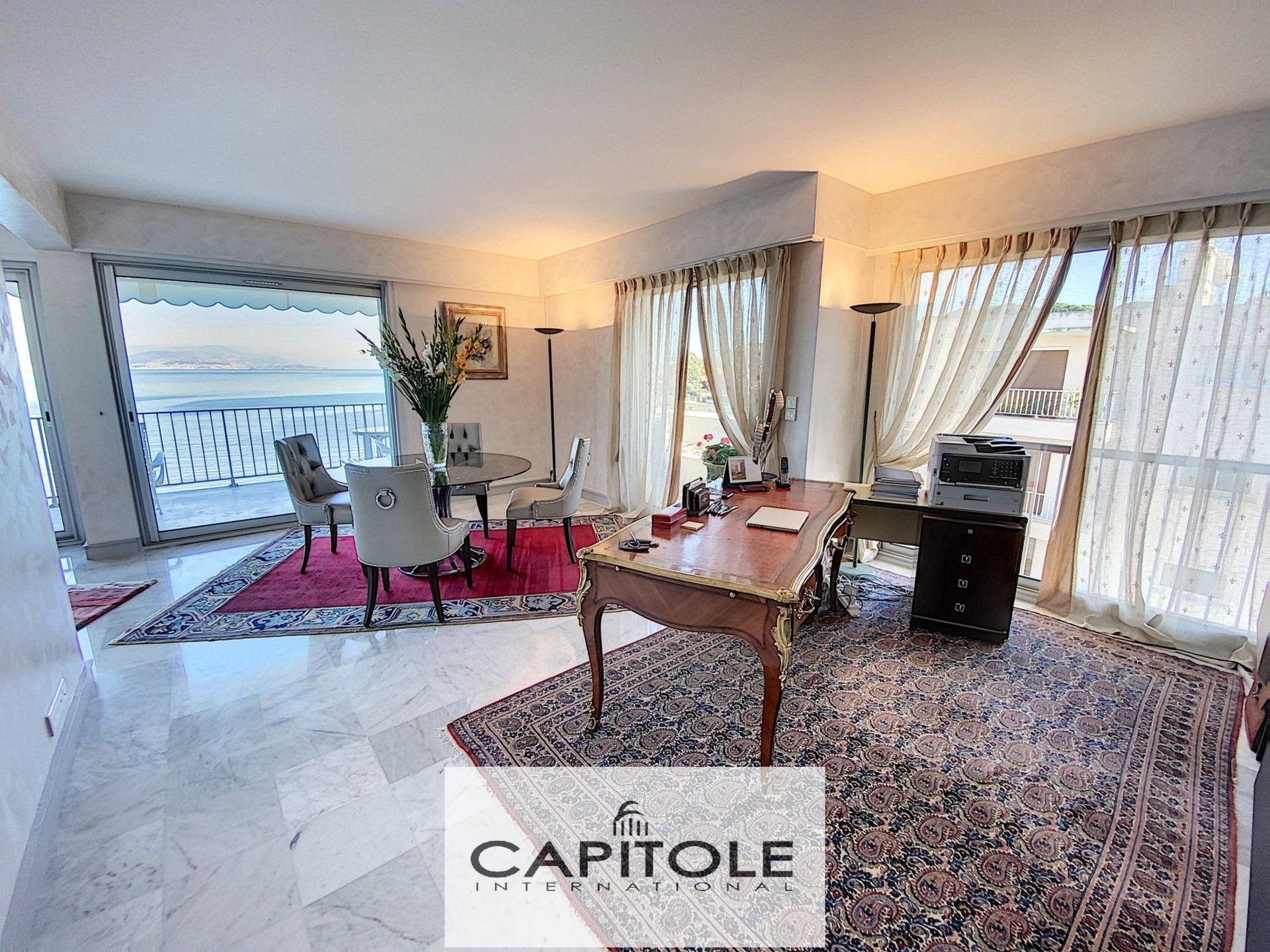 For sale, Antibes Salis, top floor dual aspect 2 bedroom apartment,
