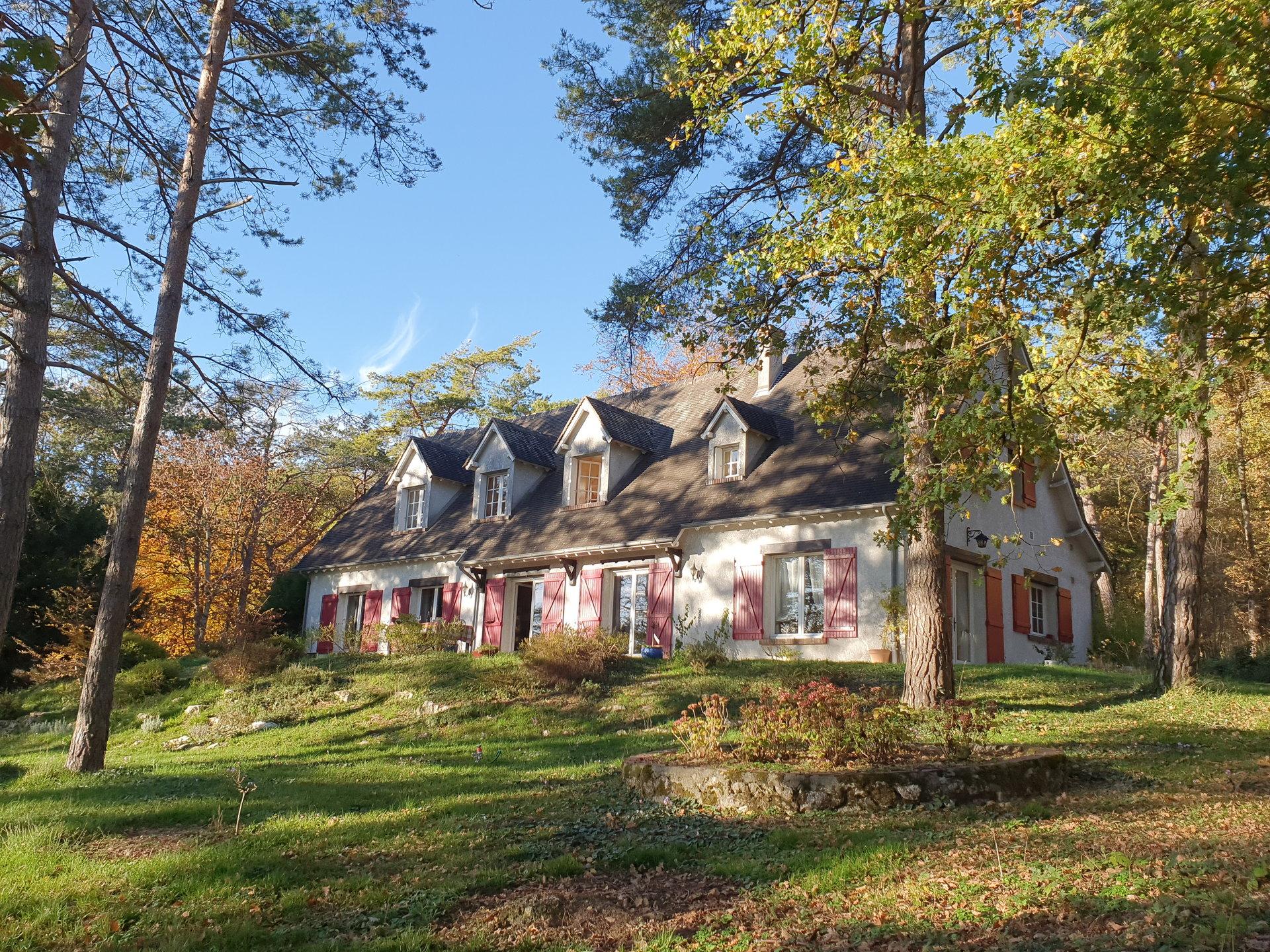 Vallée du Lunain : maison de charme de 270 m2 dans son parc boisé