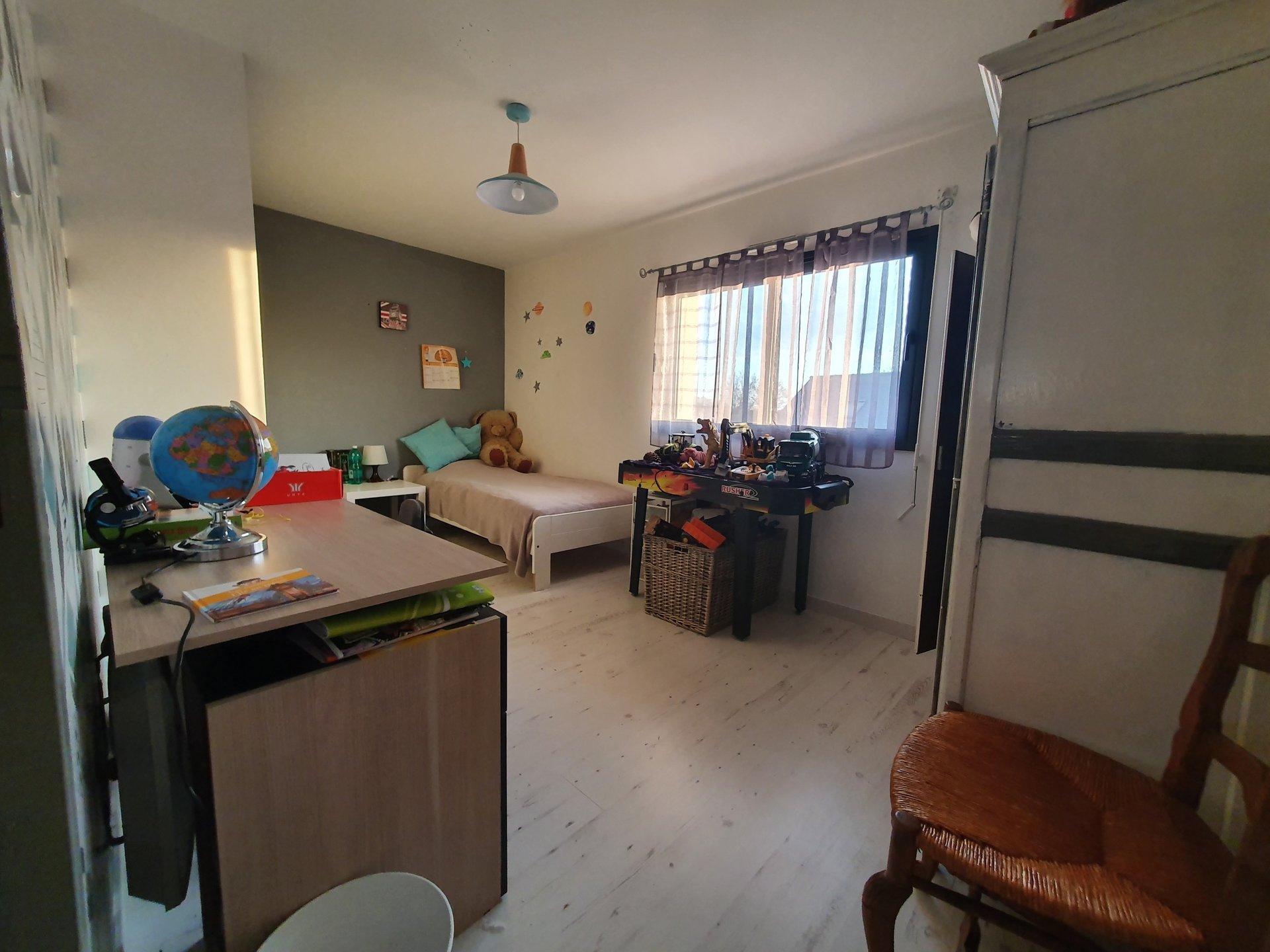 Contemporaine de 130 m² hab sur terrain de 588 m²