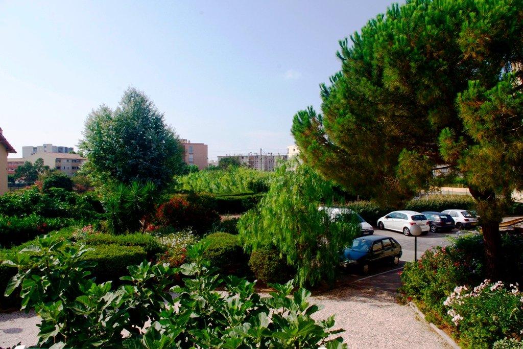 F3 avec parking et grenier proche centre Fréjus