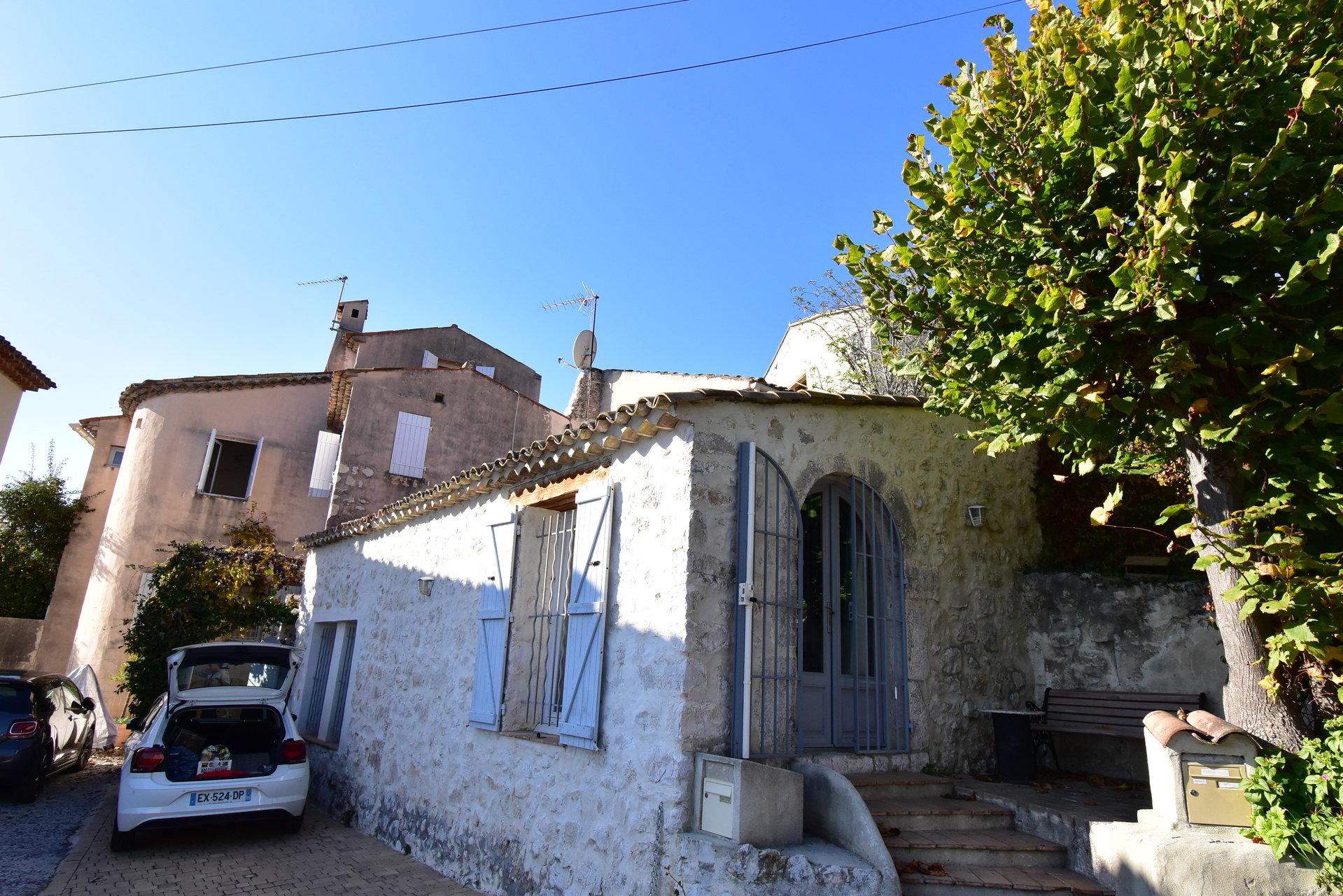 Maison de village avec 2 parkings et jardin de curé