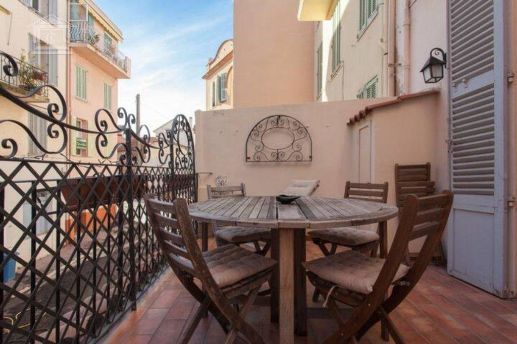 CANNES - Old Town. 2-bedroom apartment with terrace