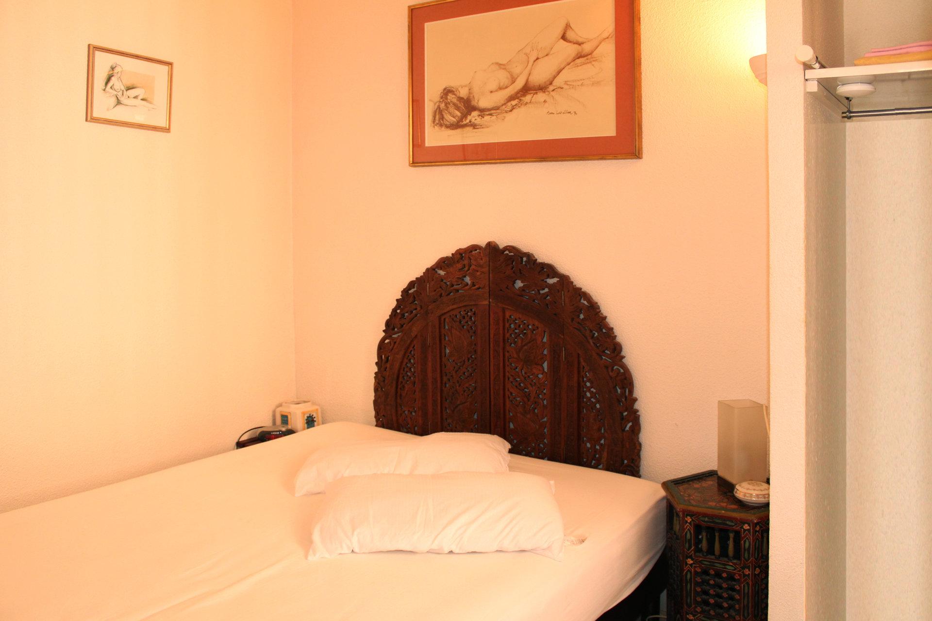 Luminous 2 rooms corner appartment near port and beach