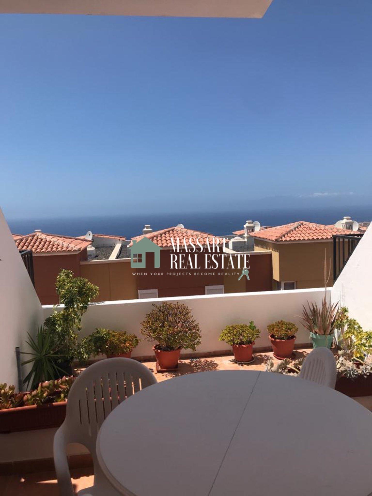 Voll möblierte Maisonette zur Miete in der beliebten Gegend von Roque del Conde (Adeje), die sich durch einen traumhaften Meerblick auszeichnet.
