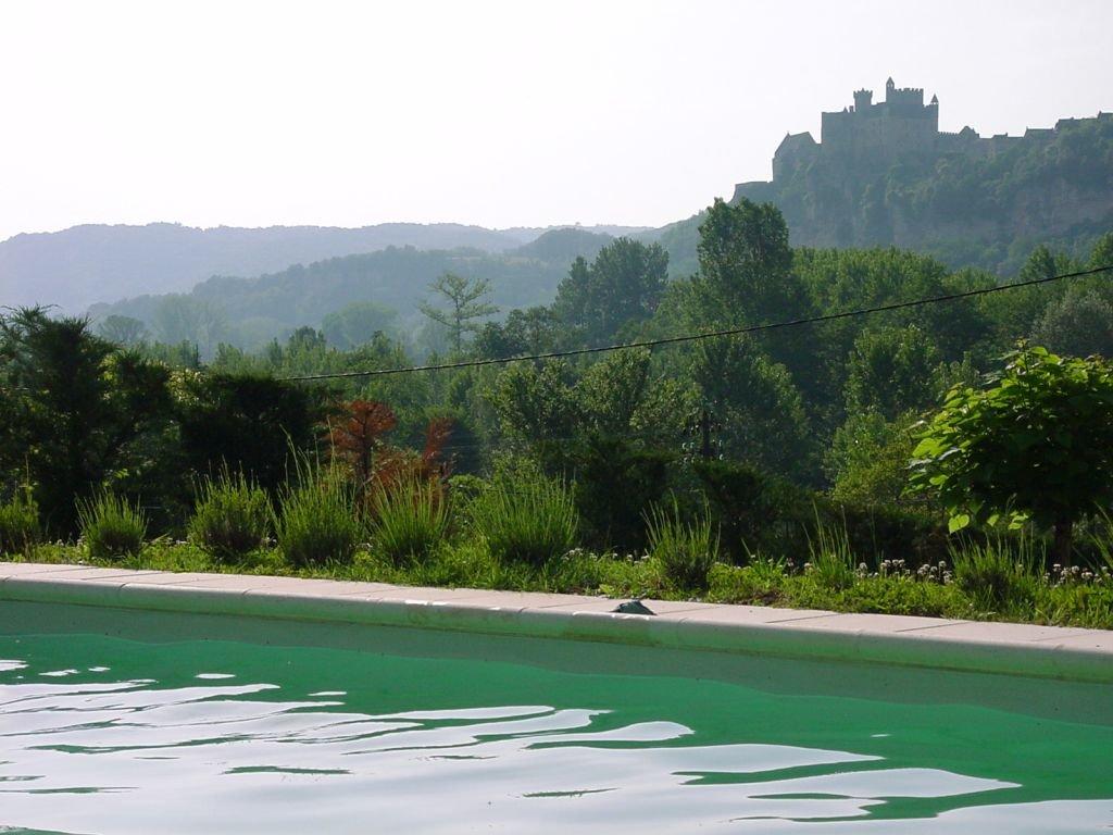 DORDOGNE - Woning met toren, garage en zwembad  op 1.874 m2