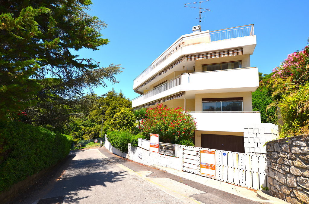 Sale Building - Cannes