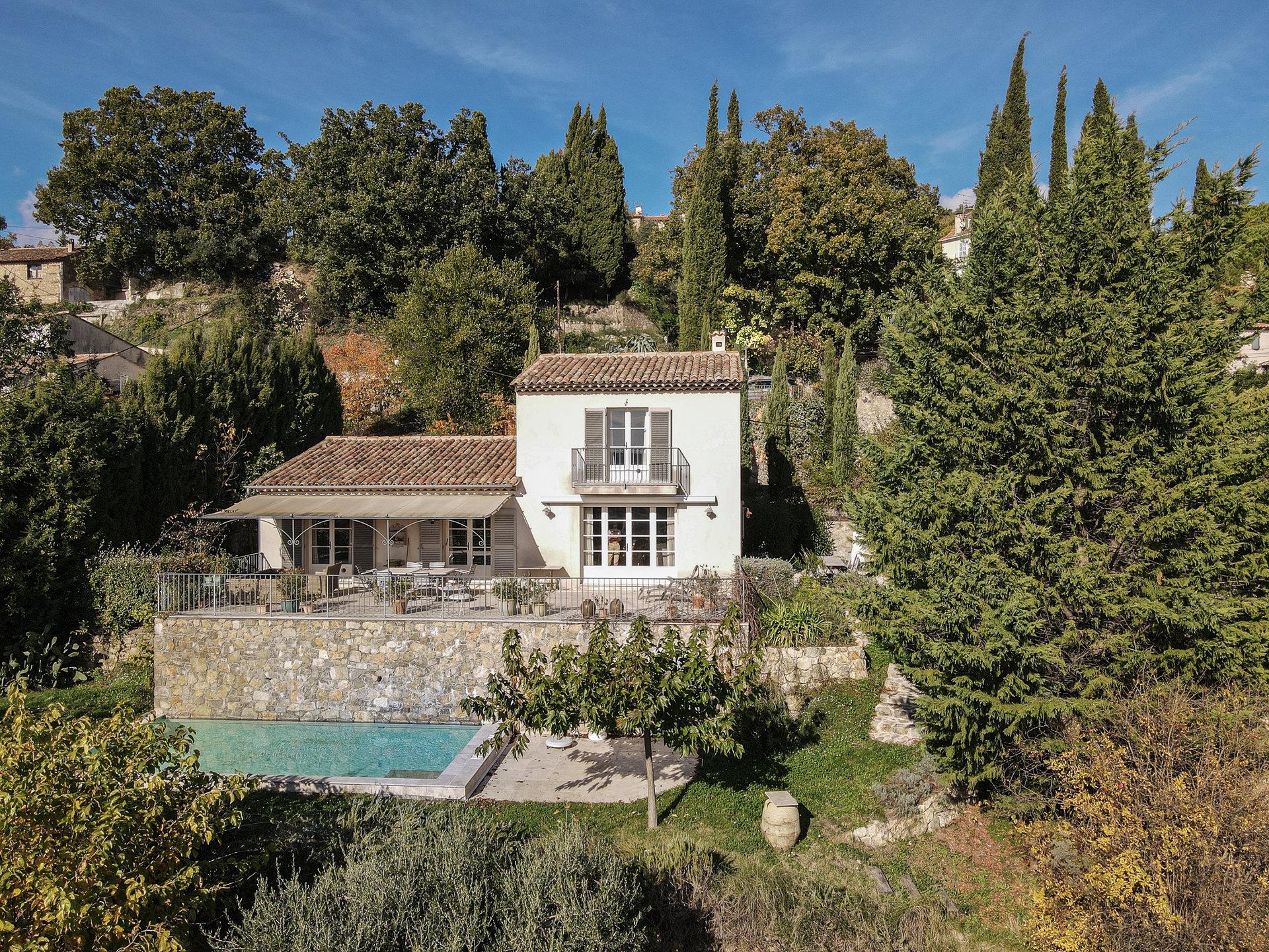 Villa met panoramisch uitzicht, rustig gelegen, loopafstand van het dorp