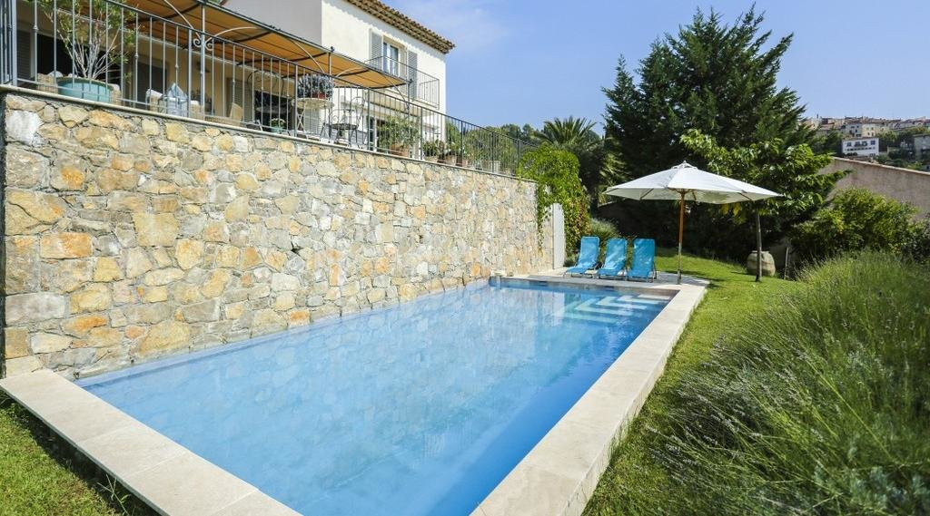Villa with pnoramic views, walking distance from old town center