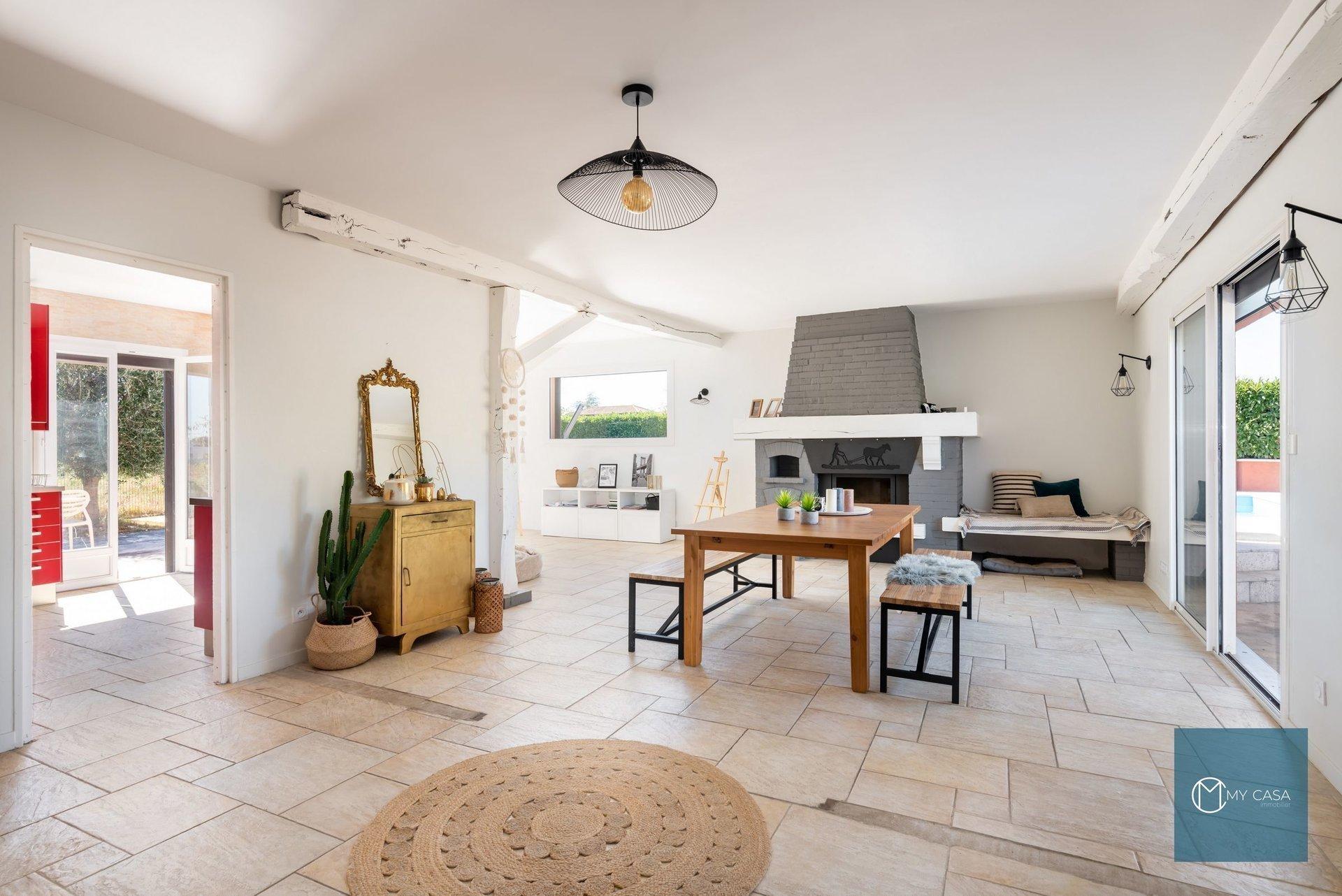 CHAZAY D'AZERGUES - Maison rénovée 187 m2 de plain pied